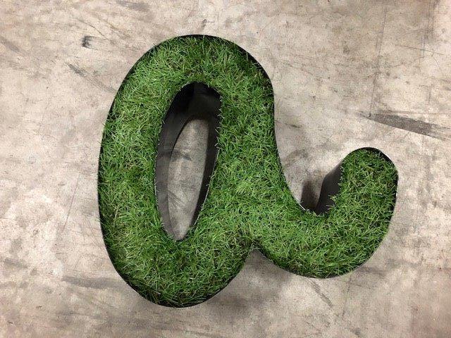 Lettre végétale réalisée par Semios Enseigne Signalétique Décoration