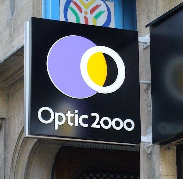 Enseigne drapeau Optic 2000 - Semios